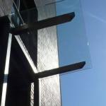 integrierte-Beleuchtung-im-Vordach-aus-Glas